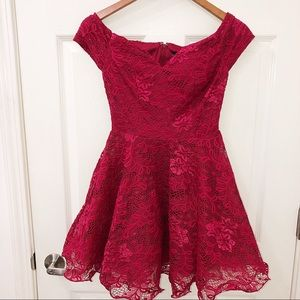 NWT Windsor lace dress size Small